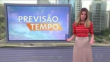 Previsão de chuva isolada em parte do Centro-Oeste - Pode chover em Mato Grosso. Em quase todo o Norte esquenta e pode chover. No leste de São Paulo e no Rio o tempo virou com temperatura mais baixa e chuva fraca. No Nordeste pode chover no litoral. O tempo fica firme em quase todo o Sul.