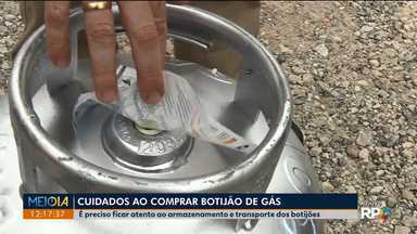 Consumidor precisa ficar atento na hora de comprar botijão de gás - Polícia fez operação em Ponta Grossa e apreendeu mais de 300 botijões que estavam armazenados de forma irregular ou em revendedoras clandestinas.