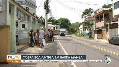 Moradores de Barra Mansa cobram instalação de quebra-molas no bairro Santa Clara - Bairro é cortado pela Rodovia Saturnino Braga, que liga a cidade ao litoral.