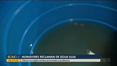Moradores reclamam de água seja no Água Verde - Uma obra na região teria causado o problema.