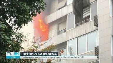 Apartamento pega fogo e chamas se alastram para outros andares do prédio - O incêndio aconteceu no fim da manhã de hoje na rua Prudente de Moraes. Felizmente, ninguém ficou ferido.