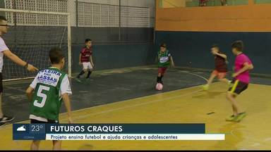 Projeto social ensina futsal e ajuda crianças no Sul do ES - Projeto social ensina futsal e ajuda crianças no Sul do ES.