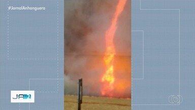 Moradores se assustam com redemoinho de fogo, em Jandaia - Fogo chegou a 100 metros de altura.