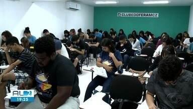 Alunos aproveitam o feriadão para se preparar para o Enem em Maceió - Estudantes aproveitaram para revisar matérias, faltando quase dois meses para provas.
