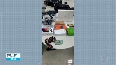 Gerente dos Correios é preso com mercadorias na mochila - O homem foi preso em flagrante por roubar mercadoria em uma das agências.