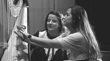 Ana Clara Paim conheceu a única musicista que toca harpa de Goiás - Poucos sabem, mas existe uma única musicista que toca harpa em Goiás. Ela é a Aline, goiana, que faz apresentações pelo nosso estado, pelo Brasil e até pelo mundo. Conheça um pouco mais sobre ela e sobre este instrumento em uma entrevista.