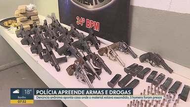 PM prende 3 homens e apreende armas e drogas em Ibirité, na Grande BH - Denúncia anônima apontou casa onde o material estava escondido.