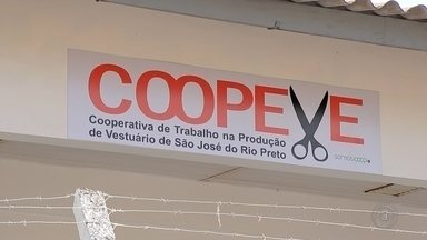Cooperativa oferece cursos de corte e custura gratuitos em Rio Preto - A Coopeve, uma cooperativa recém inaugurada em São José do Rio Preto (SP) está oferecendo cursos gratuitos de corte e costura para moradores da cidade.
