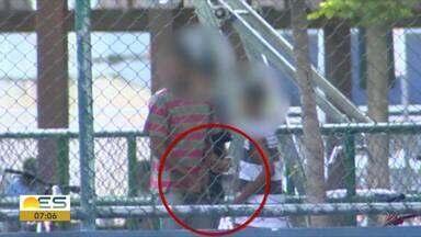 Polícia volta para praça de Itararé após flagrante de criança entregando arma, em Vitória - Flagrante foi feito pela TV Gazeta.