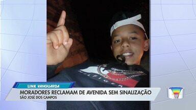 Menino de 13 anos é atropelado no bairro Frei Galvão - Moradores querem sinalização na rua onde ocorreu o acidente.