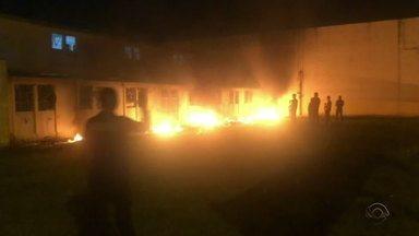 Susepe divulga imagens dos detentos colocando fogo na Penitenciária de Canoas - Assista ao vídeo.