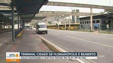 Em protesto, motoristas deixam de realizar embarque em terminal de Florianópolis - Em protesto, motoristas deixam de realizar embarque em terminal de Florianópolis