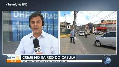 Polícia investiga morte de casal encontrado em carro no bairro do Cabula, em Salvador - As vítimas foram assassinadas a tiros e os corpos foram achados na Estrada das Barreiras.