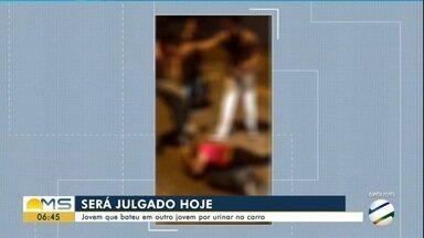 Jovem vai a júri por tentativa de homicídio em Campo Grande - Agressão aconteceu em 2016, após vítima ter urinado no pneu do carro do agressor.