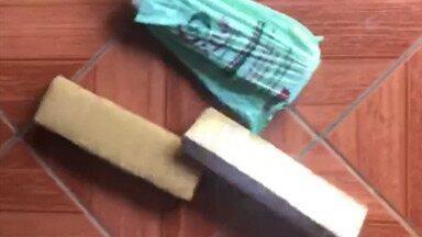 Cão farejador da Polícia lozaliza 5kg de maconha em Mogi - Droga estava escondida dentro uma mochila na casa do suspeito de 54 anos na Vila Suíssa.