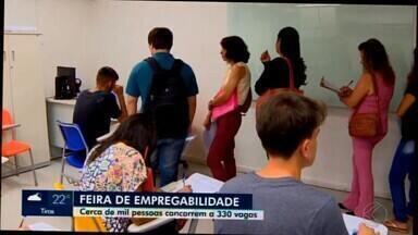 Divinópolis recebe feira de empregabilidade - Ação foi realizada nesta terça-feira (17) e 1.200 pessoas se inscreveram para participar, além de 23 empresas de vários segmentos que atenderam os candidatos.