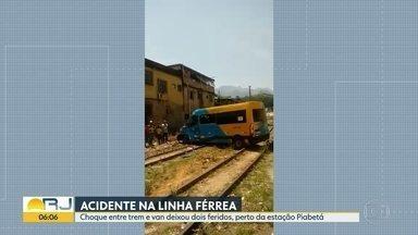 Trem bate em van e deixa dois feridos, perto da estação Piabetá - A Supervia disse que a van não respeitos a sinalização.