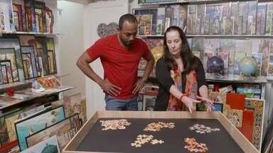 Hoje é dia de quebra-cabeça: a recordista - Ela começou a montar quebra-cabeças aos 7 anos de idade e não parou mais.