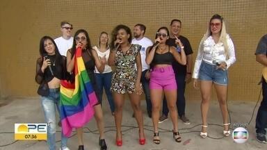 Parada da Diversidade de Dois Unidos pede respeito - Tema deste ano é 'Entre o amor e o ódio, eu escolho o amor e sou diversidade'.