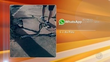 Moradores de Rio Preto reclamam de vazamento de água em bairro da cidade - O moradores de São José do Rio Preto (SP) enviaram uma reclamação pelo WhatsApp da TV TEM dizendo que há um vazamento há 5 dias na cidade. A situação está incomodando os moradores do bairro.