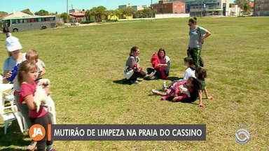Mutirão de limpeza movimenta a praia do Cassino, em Rio Grande - Conheça a ação do grupo de voluntários.