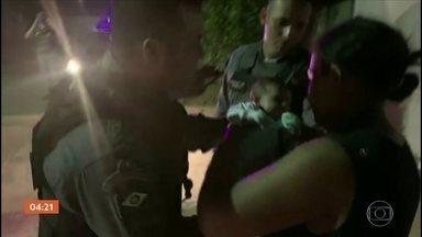 Policial de MT salva vida de recém-nascido que engasgou com leite - Uma ação rápida e precisa da Polícia Militar salvou a vida de um bebê de 21 dias, na cidade de Pontes e Lacerda, Mato Grosso. Ele estava engasgado com o leite da mãe.