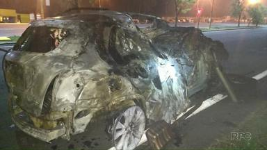 Motorista morre depois de bater o carro ao tentar desviar de animal na pista - A batida foi na BR-277 na região de Irati, o carro pegou fogo depois do acidente.