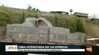 Em Blumenau, novo deslizamento na Via Expressa coloca em risco trabalhadores - Em Blumenau, novo deslizamento na Via Expressa coloca em risco trabalhadores
