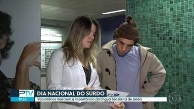 No Dia Nacional do Surdo, voluntários mostram a importância da língua brasileira de sinais - Ações buscam conscientizar as pessoas sobre a importância da acessibilidade para quem não escuta ou tem alguma dificuldade de audição.