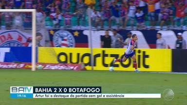 Bahia vence Botafogo na Arena Fonte Nova e encosta ainda mais no G-6 - Atacante Artur foi grande destaque da partida, vencida pelo tricolor por 2 a 0.