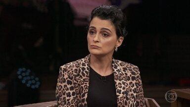 Paula confirma que existe preconceito dos surdos contra os surdos que falam - Ela explica que a surdez é uma deficiência invisível