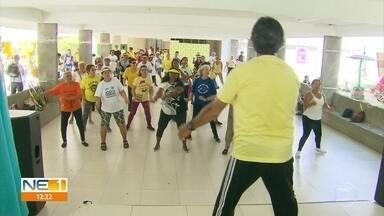 Jogos Solidários da Pessoa Idosa reúnem público no Parque Santos Dumont, no Recife - Abertura do evento ocorreu neste sábado (28) e atraiu pessoas de vários locais da cidade.