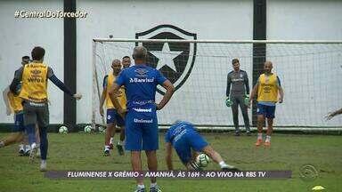 Em treino recreativo com os jogadores, Renato cai no gramado - Assista ao vídeo.