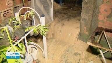 Em 24h choveu mais que o dobro do que normalmente é registrado no mês de setembro - Forte chuva causou destruição em Manaus.