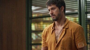 Marcos conta para Nana e Diogo que apagaram os caras na prisão - Ele estranha o acontecido, mas diz que vai continuar tentando provar a inocência de Paloma
