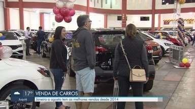 Vendedores comemoram aumento nas vendas de automóveis - Período de janeiro a agosto foi o melhor em vendas dos últimos cinco anos.