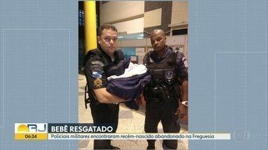 Policiais militares encontram recém-nascido abandonado na Freguesia, Jacarepaguá - Durante uma ronda de rotina, dupla foi abordada por um morador que estava com o bebê em mãos e explicou que a criança estava abandonada ao pé de uma árvore. Os policiais levaram a criança para o Hospital Maternidade Leila Diniz.
