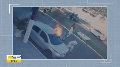 Homem coloca fogo no carro com a ex dentro - Os dois foram socorridos e morreram no hospital.