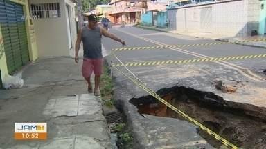 Moradores de Manaus ainda contabilizam prejuízos após chuva forte na última sexta-feira - Em oito horas choveu foram 143 milímetros.