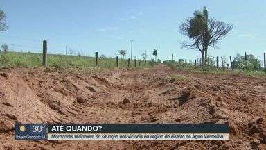 Moradores reclamam da situação nas vicinais na região do distrito de Água Vermelha - Eles dizem que problema se arrasta há tempos e pode piorar com a proximidade das chuvas.