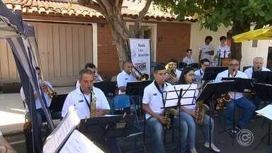 Feira de Itu também tem concerto ao ar livre - Feira de Itu (SP), que acontece aos domingos, também tem concerto ao ar livre.