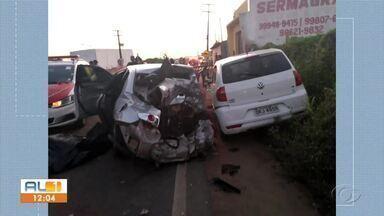 Motorista embriagado provoca acidente envolvendo 3 veículos em Arapiraca - Ele e outra pessoa morreram, e mais 10 ficaram feridos.