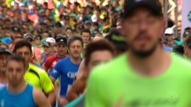 Meia Maratona é realizada em Caxias do Sul, RS - Cerca de 1600 participantes disputaram as provas.