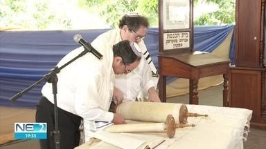 Judeus celebram o ano novo com orações no Recife - Celebração inclui leituras em portugês e hebraico.