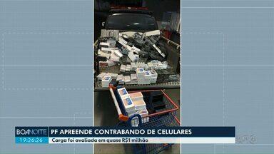 PRF apreende cerca de R$ 1 milhão em celulares contrabandeados - Os aparelhos estavam escondidos no teto de um ônibus.