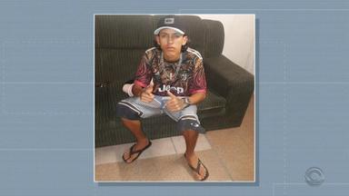 Polícia identifica três suspeitos de matar jovem na orla do Guaíba, em Porto Alegre - Haderson Júnior Martins Floriano, de 17 anos, foi morto após ser atingido por uma garrafa que causou ferimentos no peito, durante uma briga na Capital.