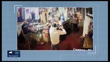 Assaltantes agridem cliente em bar de Araxá - Um assalto em supermercado também foi registrado. Casos foram encaminhados para a Polícia Civil que deve investigar se há relação entre eles.