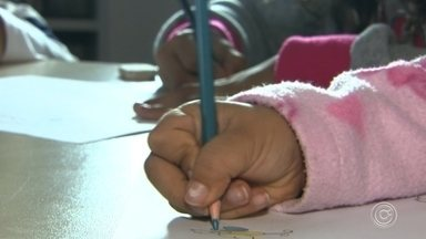 Programa ajuda crianças vítimas de violência doméstica em Jundiaí - Um programa com professores da rede pública municipal está ajudando crianças que sofrem com a violência doméstica, em Jundiaí.