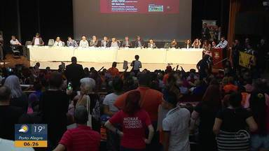 Audiência discute instalação de mina de carvão no RS - Auditório contou com a presença de manifestantes a favor e contra a instalação.