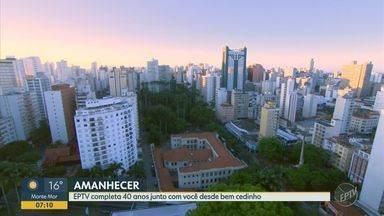 EPTV completa 40 anos e acompanha como estão alguns pontos da cidade de Campinas - Felipe Boldrini está em um local que foge do cenário urbano e preserva um ambiente de natureza, enquanto Bianca Rosa acompanha o movimento nas ruas e avenidas do centro da cidade.